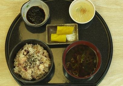 孤独のグルメシーズン4の5話「愛知県知多郡日間賀島のしらすの天ぷらとたこめし」